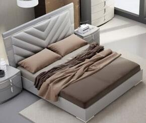 J and M Furniture 18215K