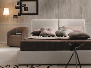 J and M Furniture 18083Q