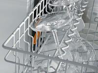Height-adjustable Glassware Rail in Upper Basket