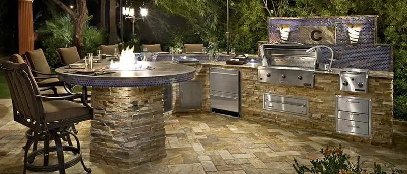 Outdoor Kitchen with Outdoor Lighting