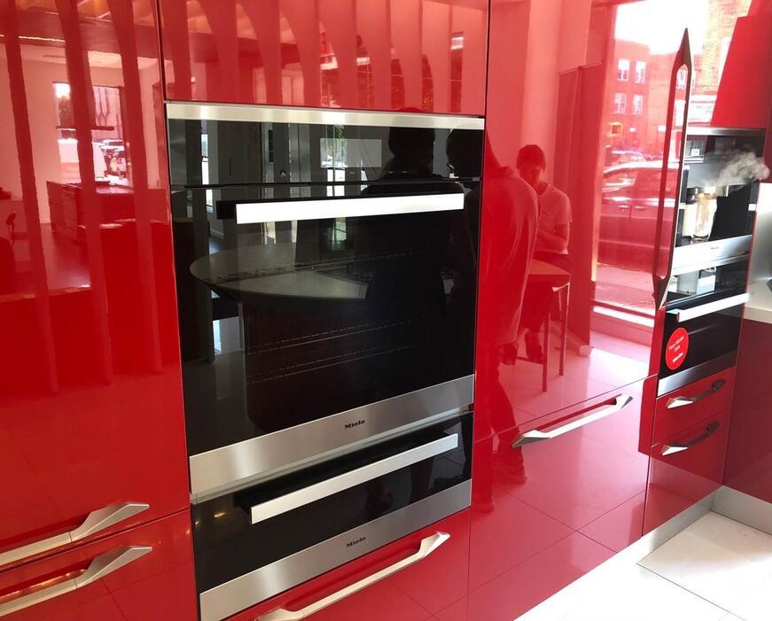 Miele 24-inch single wall oven (H6180BP)